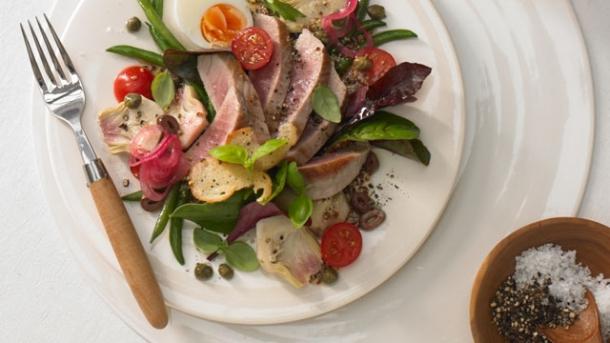 salade nicoise mit thunfisch von cornelia poletto worlds of food kochen rezepte k chentipps. Black Bedroom Furniture Sets. Home Design Ideas