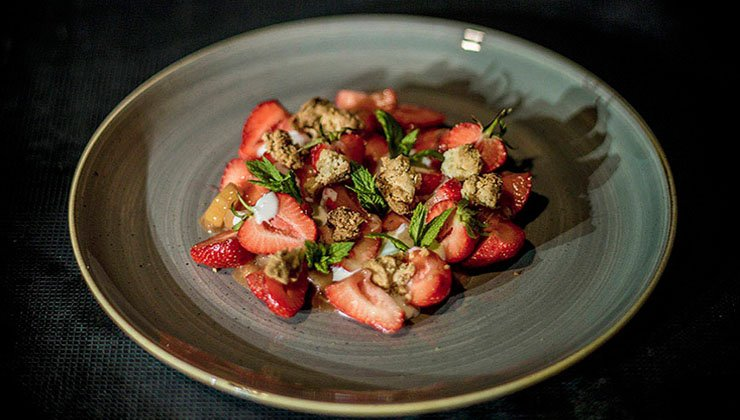 rhabarber erdbeer crumble mit joghurt worlds of food kochen rezepte k chentipps di t gesunde. Black Bedroom Furniture Sets. Home Design Ideas