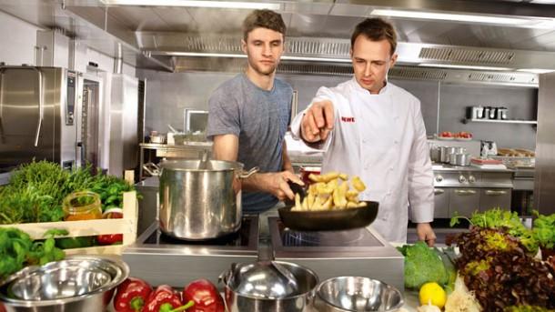 Koch beim kochen  Kochtraining mit Weltmeister-Koch Holger Stromberg - worlds of ...
